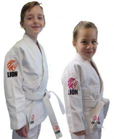 Lion Kids judopak met oranje leeuw en Lion Kids girls judopak met roze leeuw
