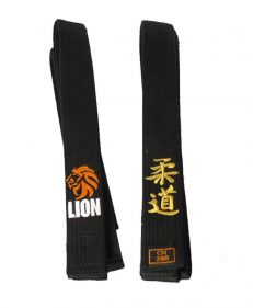 Lion zwarte band judo met borduring lion leeuw en judo in japanse tekens kanji
